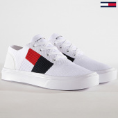 /achat-baskets-basses/tommy-hilfiger-jeans-baskets-lightweight-knit-flag-fm0fm02545-white-180497.html