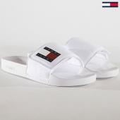 /achat-claquettes-sandales/tommy-hilfiger-jeans-claquettes-femme-denim-en0en00596-blanc-180523.html