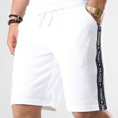 /achat-shorts-jogging/tommy-hilfiger-jeans-short-jogging-a-bandes-0707-blanc-181867.html