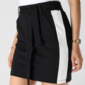 /achat-jupes/only-jupe-femme-a-bandes-poptrash-easy-belt-noir-blanc-183394.html