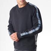/achat-sweats-col-rond-crewneck/versace-jeans-sweat-crewneck-a-bandes-uup302-tape-logo-b7gua7fh-noir-bleu-blanc-184873.html