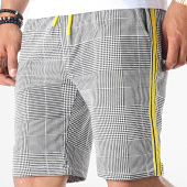 /achat-shorts-jogging/uniplay-short-jogging-a-carreaux-avec-bandes-yp-t3389-noir-blanc-jaune-185109.html