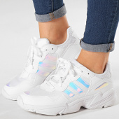 https://www.laboutiqueofficielle.com/achat-baskets-basses/adidas-baskets-yung-96-ee6737-footwear-white-core-black-185839.html
