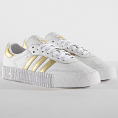 https://www.laboutiqueofficielle.com/achat-baskets-basses/adidas-baskets-sambarose-ee4681-footwear-white-gold-metal-185841.html