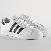 https://www.laboutiqueofficielle.com/achat-baskets-basses/adidas-baskets-femme-coast-star-ee7466-footwear-white-collegiate-navy-185971.html