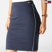 https://www.laboutiqueofficielle.com/achat-jupes/tommy-jeans-jupe-femme-a-bandes-piping-bodycon-6872-bleu-marine-186123.html