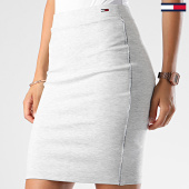 /achat-jupes/tommy-hilfiger-jeans-jupe-femme-a-bandes-piping-bodycon-6872-gris-clair-chine-186124.html