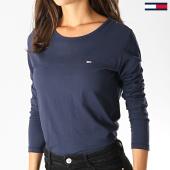 https://www.laboutiqueofficielle.com/achat-t-shirts-manches-longues/tommy-jeans-tee-shirt-manches-longues-femme-soft-jersey-6900-bleu-marine-186126.html