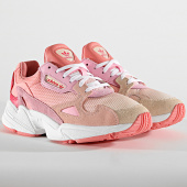 https://www.laboutiqueofficielle.com/achat-baskets-basses/adidas-baskets-femme-falcon-ef1964-ecru-tint-icey-pink-true-pink-186391.html
