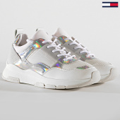 /achat-baskets-basses/tommy-hilfiger-baskets-femme-lifestyle-iridescent-4391-902-white-iridescent-186549.html