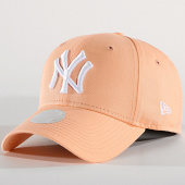 /achat-casquettes-de-baseball/new-era-casquette-baseball-femme-9forty-frc-mrkt-basic-940-new-york-yankees-12110353-saumon-blanc-186597.html