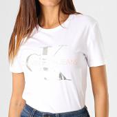 /achat-t-shirts/calvin-klein-tee-shirt-femme-metallic-monogram-1508-blanc-argente-rose-pastel-187846.html
