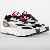 /achat-baskets-basses/fila-baskets-femme-v94m-low-1010600-91p-white-black-quartz-pink-188009.html