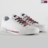 /achat-baskets-basses/tommy-hilfiger-jeans-baskets-essential-tommy-jeans-sneaker-em0em00389-white-188427.html