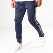 /achat-pantalons-joggings/ellesse-pantalon-jogging-a-bandes-gustave-1034n-bleu-marine-188726.html