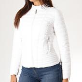 /achat-vestes/guess-veste-zippee-femme-w94l0s-w6nw0-blanc-189535.html