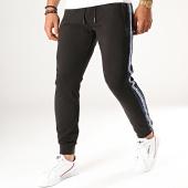 /achat-pantalons-joggings/antony-morato-pantalon-jogging-a-bandes-mmfp00258-noir-190495.html