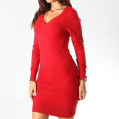 https://www.laboutiqueofficielle.com/achat-robes/kaporal-robe-pull-col-v-femme-xerah-rouge-190826.html