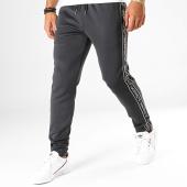 /achat-pantalons-joggings/kappa-pantalon-jogging-a-bandes-logo-riccio-304rvc0-noir-blanc-192409.html
