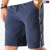 /achat-shorts-jogging/tommy-hilfiger-jeans-short-jogging-a-bandes-0707-bleu-marine-192301.html