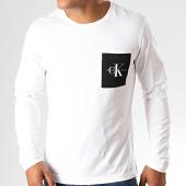/achat-t-shirts-manches-longues/calvin-klein-jeans-tee-shirt-poche-a-manches-longues-monogram-3797-blanc-193166.html