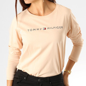 /achat-t-shirts-manches-longues/tommy-hilfiger-jeans-tee-shirt-manches-longues-femme-cn-logo-1910-beige-193141.html