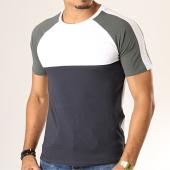 https://www.laboutiqueofficielle.com/achat-t-shirts/produkt-tee-shirt-a-bandes-viy-clay-cut-blanc-noir-vert-kaki-193319.html