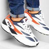 /achat-baskets-basses/fila-baskets-v94m-low-1010716-fila-navy-mandarin-orange-194506.html