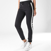 https://www.laboutiqueofficielle.com/achat-pantalons-joggings/pantalon-jogging-femme-a-bandes-monogram-tape-2214-noir-194741.html