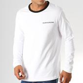 /achat-t-shirts-manches-longues/calvin-klein-jeans-tee-shirt-manches-longues-avec-bande-monogram-tape-back-3236-blanc-194756.html