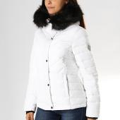 /achat-doudounes/superdry-doudoune-fourrure-femme-icelandic-w5000029a-blanc-194785.html
