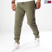 /achat-pantalons-joggings/tommy-hilfiger-jeans-pantalon-jogging-a-bandes-0706-vert-kaki-195780.html