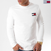 /achat-t-shirts-manches-longues/tommy-hilfiger-jeans-tee-shirt-manches-longues-badge-6958-blanc-casse-196623.html