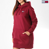/achat-robes/tommy-jeans-robe-sweat-capuche-femme-tommy-badge-7234-bordeaux-197003.html