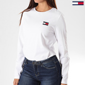 /achat-t-shirts-manches-longues/tommy-hilfiger-jeans-tee-shirt-femme-manches-longues-tommy-badge-7433-blanc-197010.html