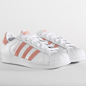 https://www.laboutiqueofficielle.com/achat-baskets-basses/adidas-baskets-femme-superstar-ef9249-footwear-white-gloss-pink-core-black-197282.html