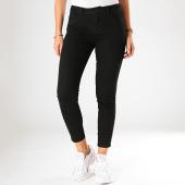 https://www.laboutiqueofficielle.com/achat-jeans/vero-moda-jean-slim-femme-a-bandes-seven-noir-198998.html