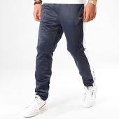/achat-pantalons-joggings/fila-pantalon-jogging-a-bandes-senn-682871-bleu-marine-blanc-200411.html