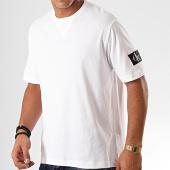 /achat-t-shirts/calvin-klein-tee-shirt-monogram-sleeve-badge-4051-blanc-201642.html