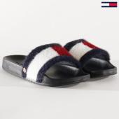 https://www.laboutiqueofficielle.com/achat-claquettes-sandales/tommy-jeans-claquette-femme-fourrure-flag-fury-4620-noir-203452.html