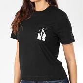 /achat-t-shirts-poche/calvin-klein-jeans-tee-shirt-poche-femme-mirrored-monogram-pocket-2935-noir-203473.html