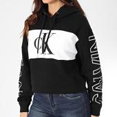 /achat-sweats-capuche/calvin-klein-jeans-sweat-capuche-crop-femme-blocking-statement-logo-2982-noir-blanc-203478.html
