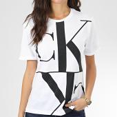 /achat-t-shirts/calvin-klein-tee-shirt-femme-mirrored-monogram-straight-2932-blanc-noir-204073.html