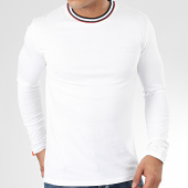 /achat-t-shirts-manches-longues/superdry-tee-shirt-manches-longues-athletic-ringer-m6000025a-blanc-205300.html
