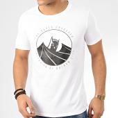 /achat-t-shirts/batman-tee-shirt-capped-crusader-blanc-208495.html