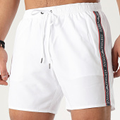 /achat-maillots-de-bain/emporio-armani-short-de-bain-a-bandes-2117400p443-blanc-209462.html