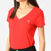 /achat-t-shirts/calvin-klein-jeans-tee-shirt-slim-femme-col-v-embroidery-stretch-3716-rouge-211174.html