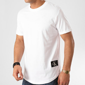 /achat-t-shirts-longs-oversize/calvin-klein-jeans-tee-shirt-oversize-badge-turn-up-5319-blanc-211789.html