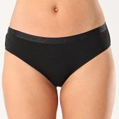 /achat-strings-culottes/guess-culotte-femme-o02e18-jr06b-noir-211806.html