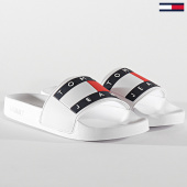 /achat-claquettes-sandales/tommy-jeans-claquettes-femme-flag-poolside-0474-white-211820.html